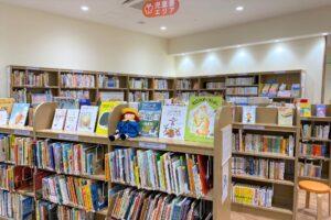 にいじゅく地区図書館)児童書コーナー